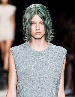 13 02 spring hair colour trend emerald green pantone 4