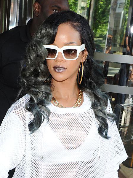 13 07 rihanna grey hair celebrity news beauty