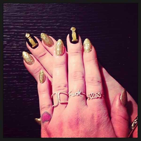 14 01 goldenglobe nail4 kellyosbourne