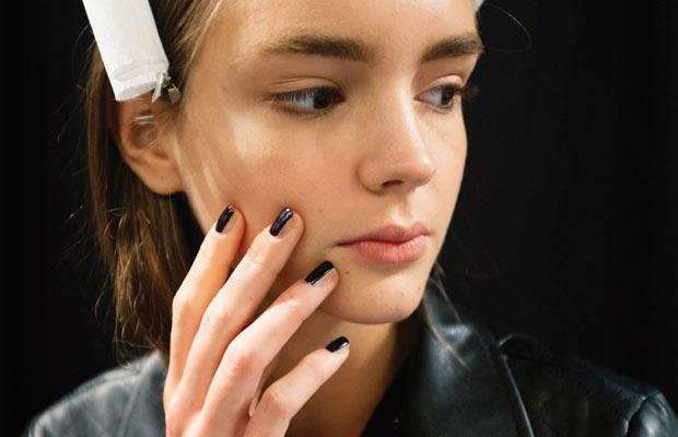 Contouring nail art trend