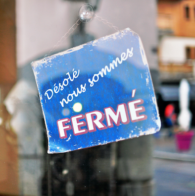 Closed sign in french language